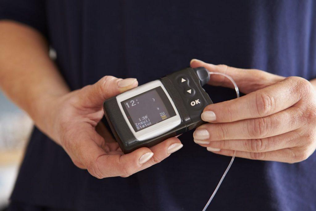 diabetic-checking-blood-sugar